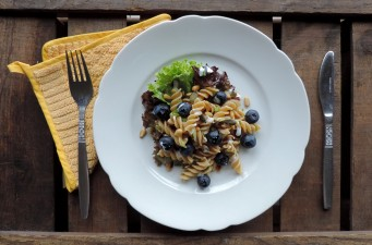 Frisse zomerse pastasalade